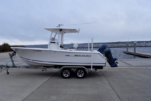 2012 Sea Hunt Triton 225