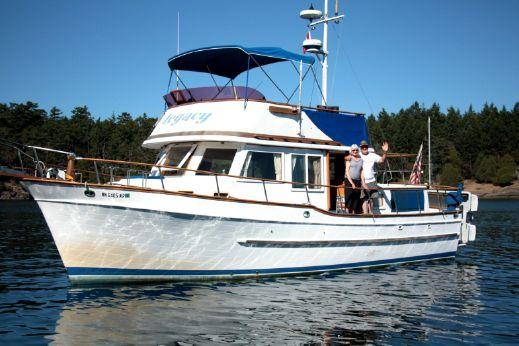 1986 Universal Tri Cabin Trawler