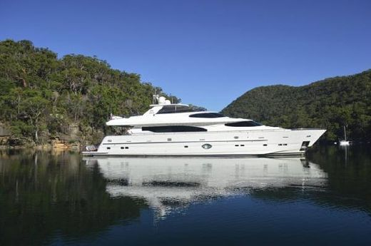 Horizon 97 Motoryacht with Raised Pilothouse and Skylounge