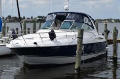 2004 Cruisers Yachts 400 Express Freshwater Vessel