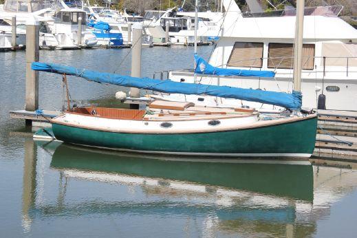 1987 Marshall 22 catboat