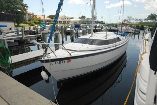 2001 Macgregor 26' Sailboat