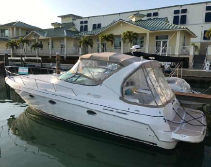 2000 Cruisers Yachts 3375 Esprit