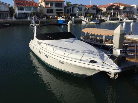 2000 Cruisers Yachts 3375 Express