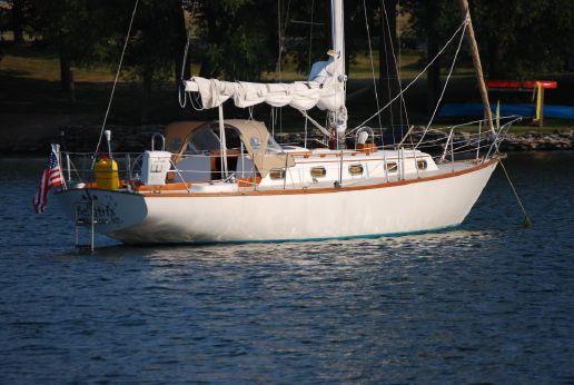 1981 Cape Dory 33