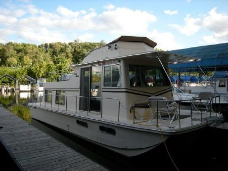 1981 Holiday Mansion Barracuda Houseboat