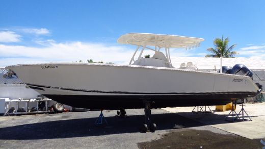 2011 Jupiter 34 FS Center Console