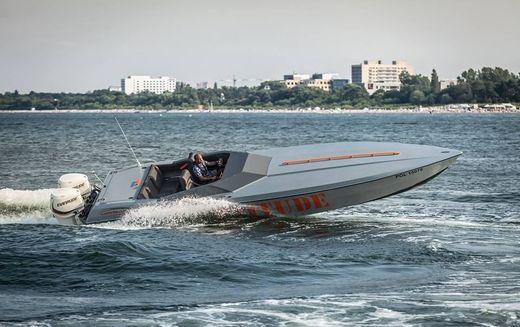 2015 Madness Marine SR 32