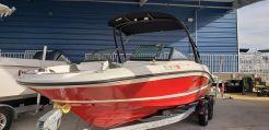 2015 Sea Ray 215 Express Cruiser
