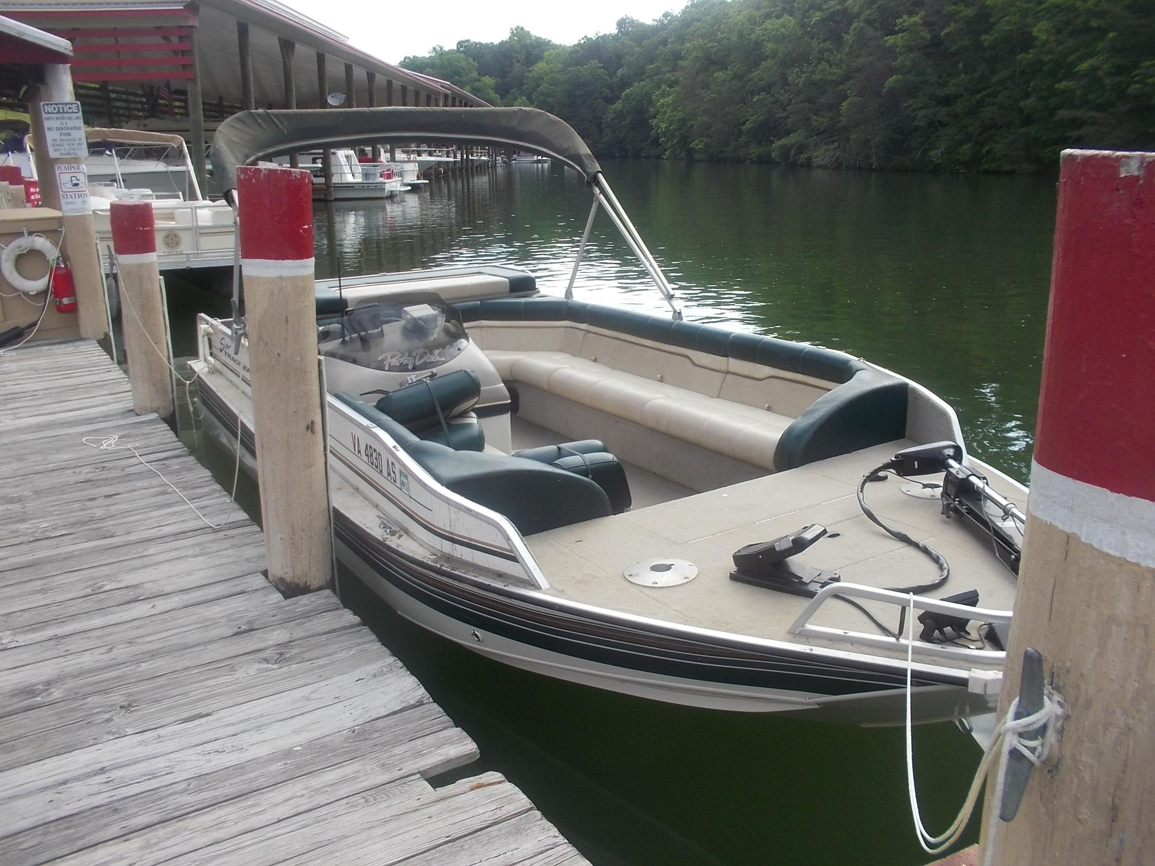 19 ft 1997 sun tracker party barge 190