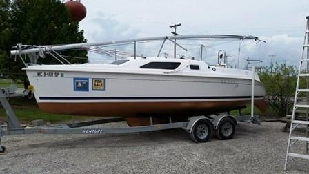 2005 Hunter 25' Sailboat