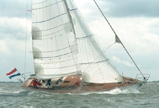 2001 Hutting 48