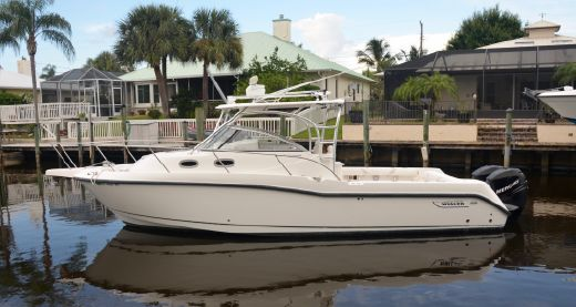 2004 Boston Whaler 30 Conquest