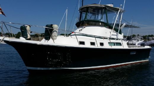 2005 Albin Command Bridge 35
