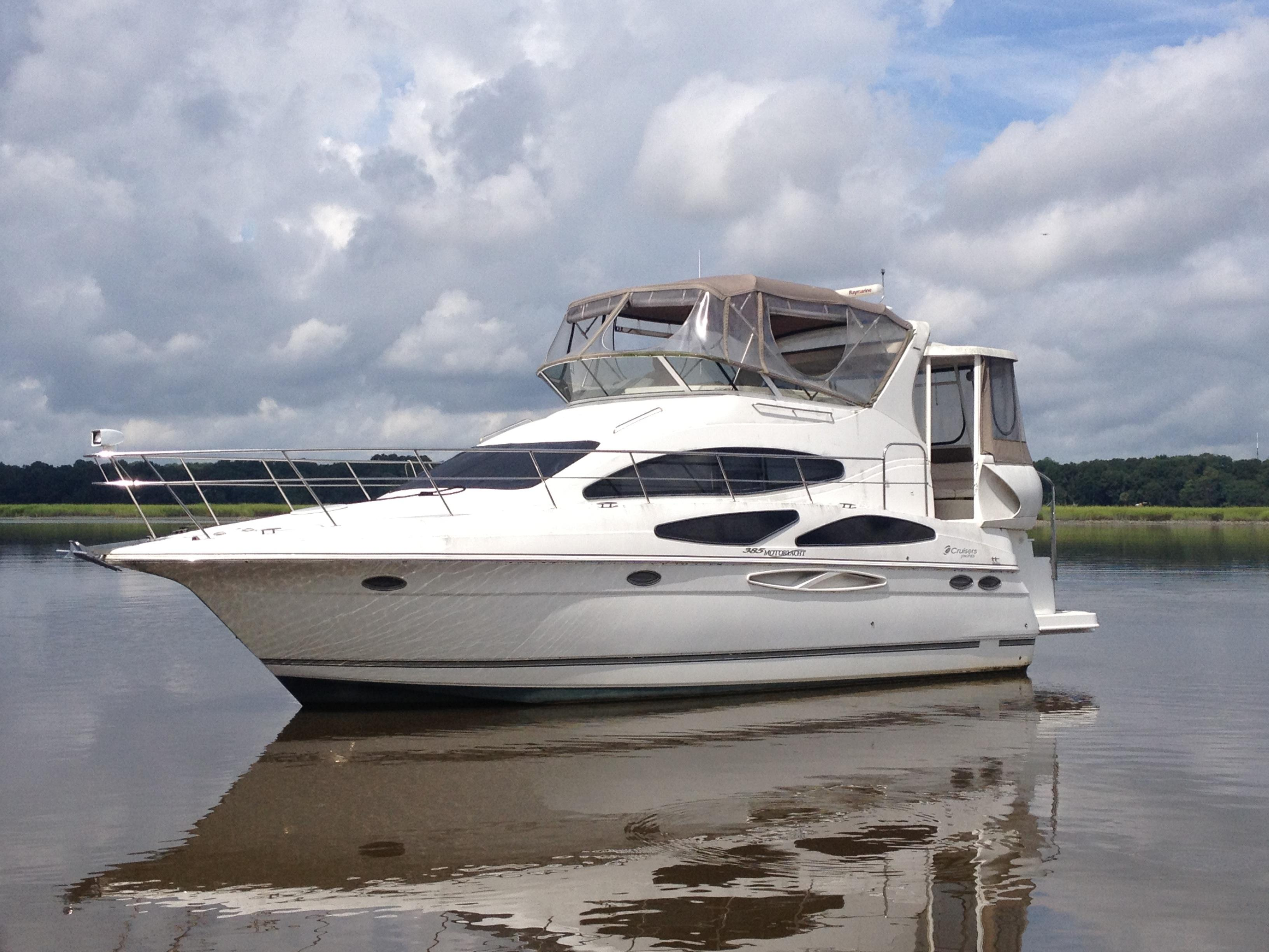 aft cabin cruiser  38 foot boats for sale in sc boat listings  larson delta boat cabin cruiser