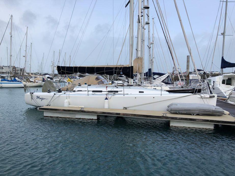 2011 j boats j 122