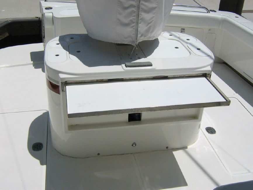 Radovcich 45 Sportfisher Cockpit Cleaning Station