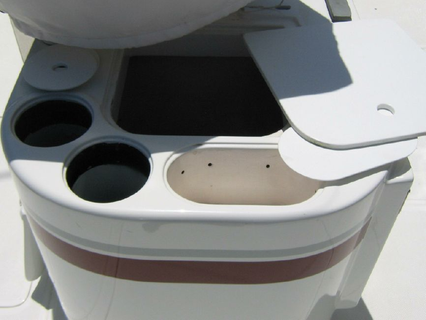 Radovcich Boats 45 Sportfisher Cockpit Baitwell
