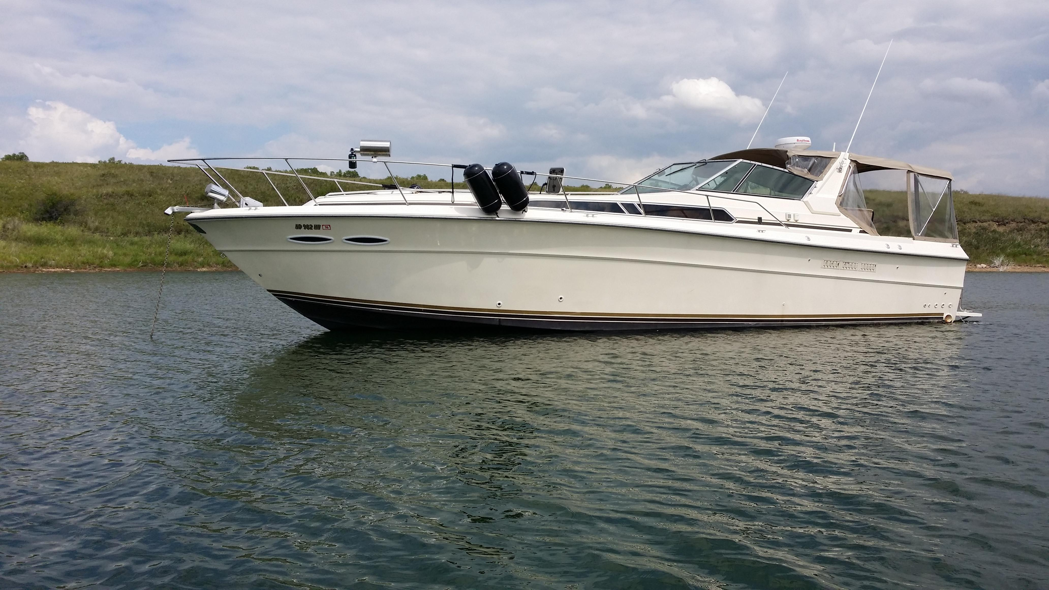 1986 Sea Ray 390 Express Cruiser Power Boat For Sale Www Yachtworld Com