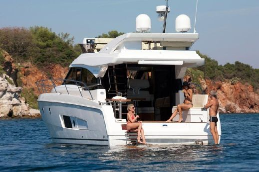 2016 Bavaria Motor Boats Virtess 420 Fly