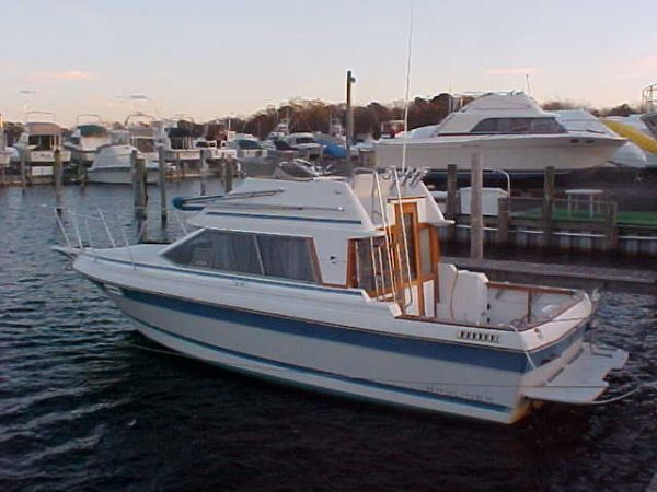 1988 Bayliner Trophy Flybridge Power Boat For Sale Www Yachtworld Com