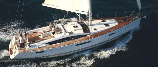 Jeanneau 53 sailing