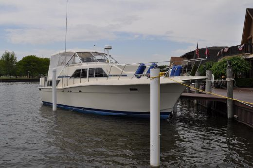 1986 Chris Craft 381 Catalina