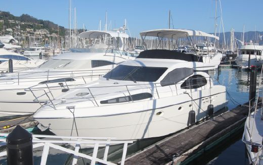 2000 Azimut flybridge sedan cruiser