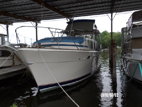 1973 Chris-Craft 410 Commander Yacht