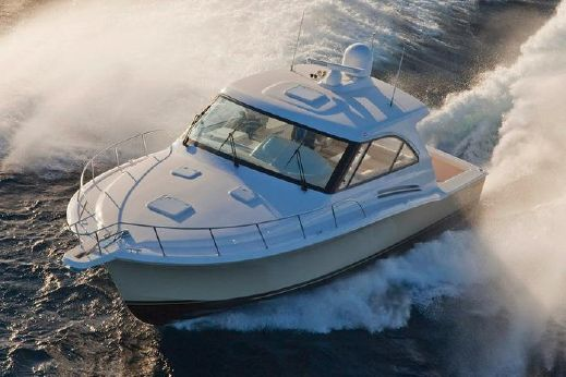 2018 Hatteras 45 Express Cruiser