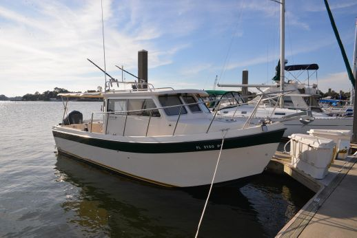 2011 Osprey Pilothouse 26 Long Cabin