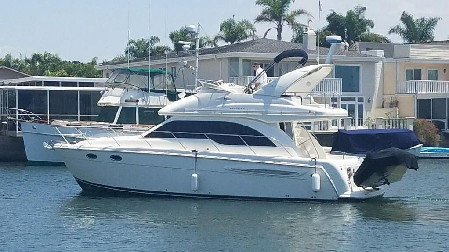Meridian 341 Sedan Bridge Yacht for sale in Huntington Harbour