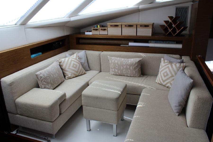 Sunreef Power Catamaran Sofa