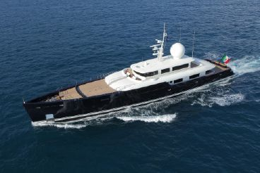 thumbnail photo 0: 2011 Picchiotti Twin Screw Diesel Yacht