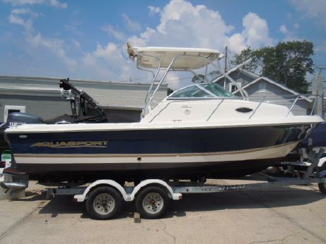2005 Aquasport 215 Explorer