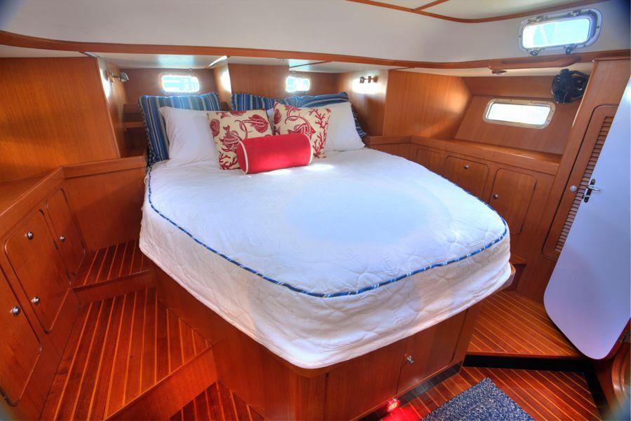 Hylas 54 Raised Salon Master Cabin