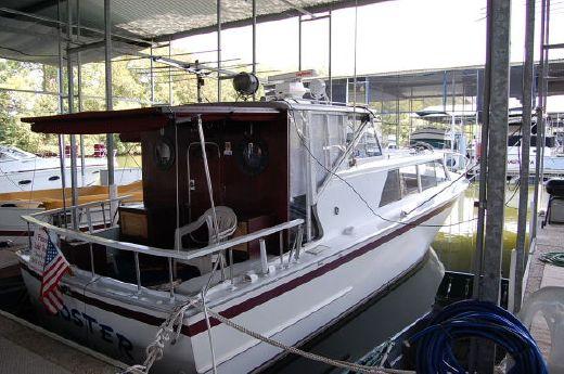1982 Marinette 32 Fisherman