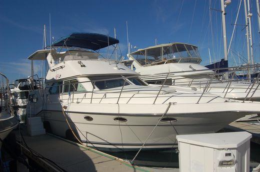 1994 Cruisers Aft Cabin Motor Yacht