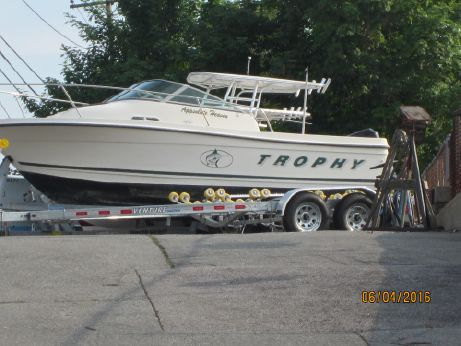 2000 Bayliner Trophy 2302 WA, w/ Trailer