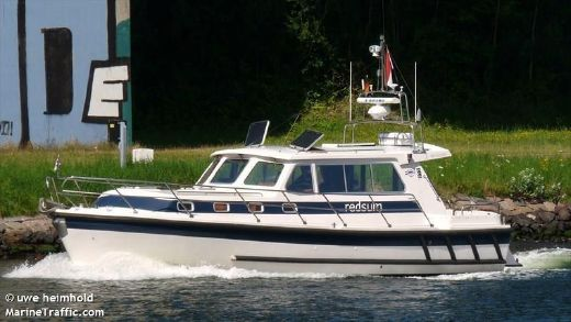 1999 Aquastar 38