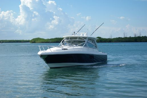 2015 Intrepid Sport Yacht