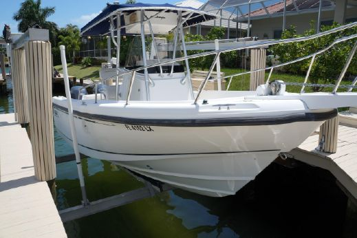2001 Boston Whaler 230 Outrage with Twin Yamaha F150