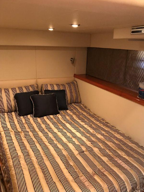 Sunseeker 53 Portofino Yacht Guest Bed