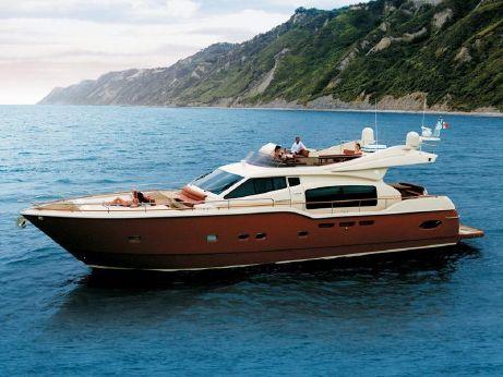 2006 Ferretti Yachts 690