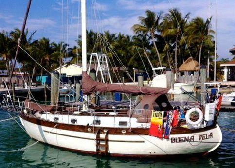1981 Young Sun Yacht Mackinaw 35