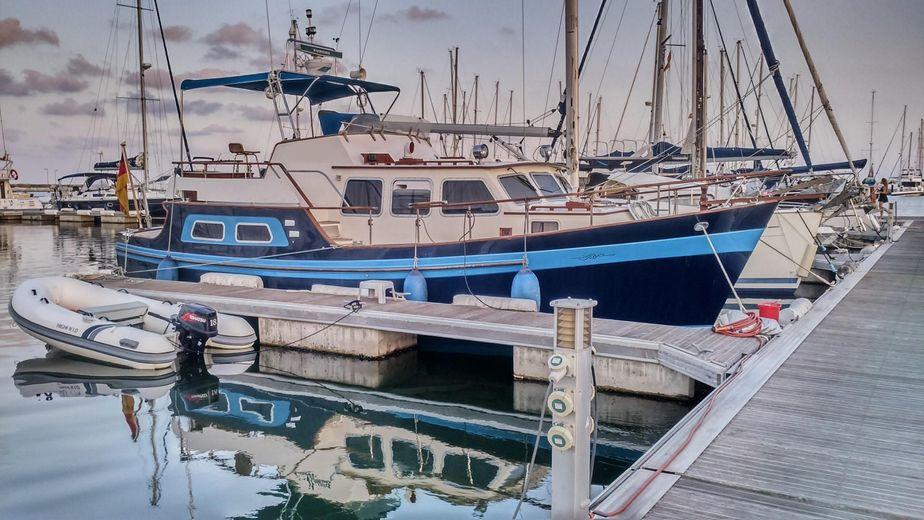 1982 custom aquila trawler