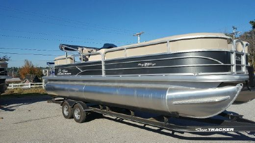 2017 Suntracker PARTY BARGE® 24 DLX