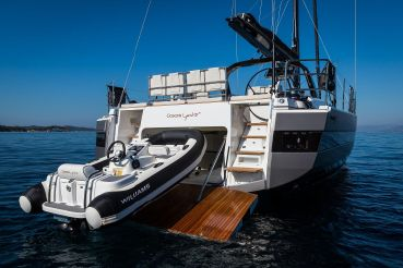 thumbnail photo 2: 2019 Beneteau Oceanis Yacht 62