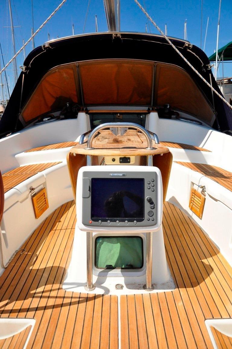 42' Jeanneau DS42+Now this is a cockpit