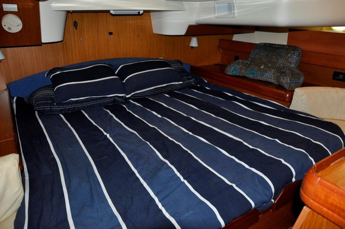 42' Jeanneau DS42+Master Aft Cabin